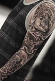 写实大黑臂纹身--6张欧美写实黑色大花臂纹身图案