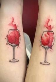 创意红酒杯的一组酒杯纹身图案欣赏