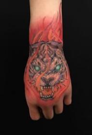 5张传统手背纹身图案作品图片