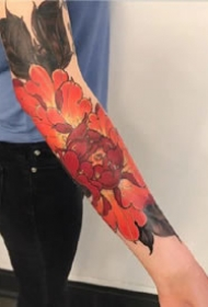 幾張紅色的牡丹紋身圖案欣賞