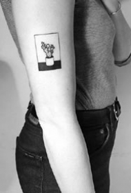 方框小黑纹身图--几何图形方框里的小黑色纹身图案