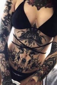女性oldschool黑灰纹身--女生纹黑灰oldschool也可以很性感