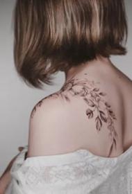 素花纹身--15张适合女性的性感又漂亮的素花纹身图案