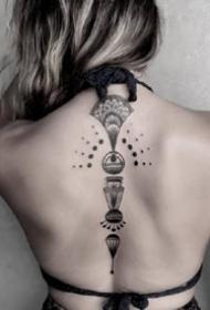 黑灰点刺纹身--15张好看的简单黑色点刺小图纹身作品