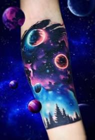 一組炫彩色星空星球宇宙相關的紋身圖案作品