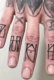 纹在手指头的一组手指个性纹身图案欣赏