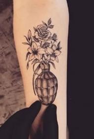 小手臂上的一组漂亮黑灰点刺纹身图案作品