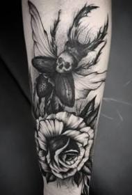 9张一组暗黑色风格的纹身图案作品欣赏