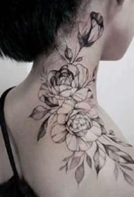 适合女性的一组漂亮黑色素花纹身图案图片