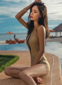 性感迷人泳装大长腿美女写真