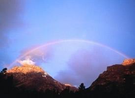 七色彩虹弧狀色澤鮮艷五彩繽紛圖片