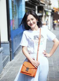 谢娜身穿白裙甜美街拍图片