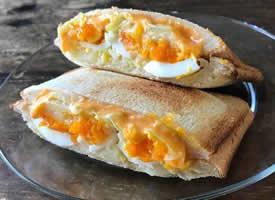 好吃到爆汁的三明治图片