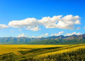 青山绿水蓝天白云的优雅美图