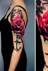 絢麗多姿的鮮艷玫瑰花紋身圖案作品9張