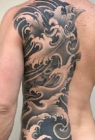9张优良的半背和满背纹身黑灰作品图案