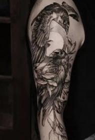 男性喜欢的霸气黑灰点刺纹身图案作品9张