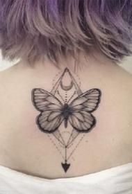 12张漂亮黑色胡蝶纹身图案作品观赏