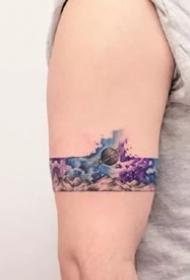 好看的一组小清新水彩风格的纹身图案作品9张