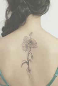 后背脊椎處的女生小清新背部紋身圖案9張