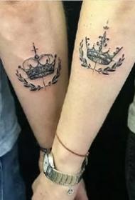 情侣手腕手指等部位的一组皇冠情侣纹身图案