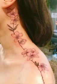 适合女生的红色简约小清新花花纹身图案