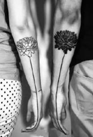 一组情侣黑白色的小纹身作品图片9张