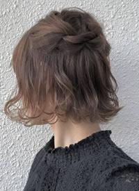 短发小姐姐也可以换着花样扎头发