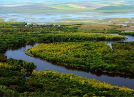 白白云蓝色的湖泊高高的山自然风景图片欣赏