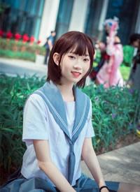 单纯少女cosplay海军服丝袜美眉图片欣赏
