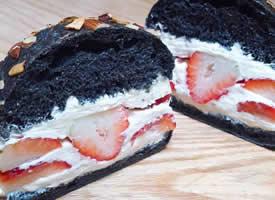 超甜腻的草莓奶油夹心蛋糕图片