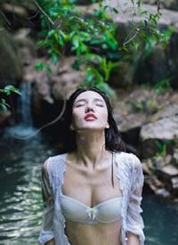性感内衣美女水下湿身诱惑写真图片