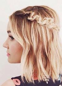 女生短髮也能這樣留一半扎一半的