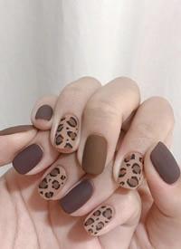 今年秋季大热的豹纹美甲图片欣赏