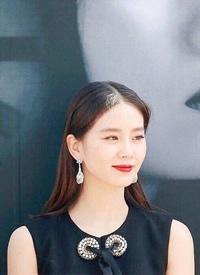 刘诗诗釜山电影节 烈焰红唇 优雅时?#23567;?#32654;