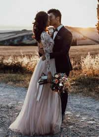 简简单单 干干净净的欧美婚纱拍摄图