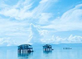 超蓝的天空和蓝蓝的大海融为一体