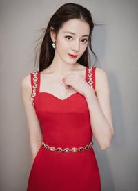 迪丽热巴最具人气女演员奖低胸红裙性感图片