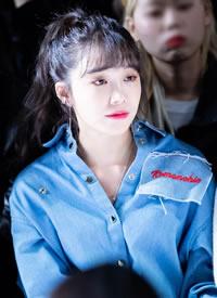 《请回答1997》女主郑恩地身穿蓝色外套清爽美丽