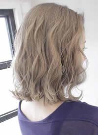 女生秋季清透发色:浅棕色图片观赏