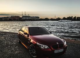 酒红色宝马E60图片高清图片欣赏