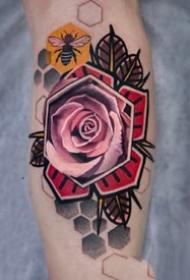 女士很喜欢的漂亮玫瑰花纹身作品图片9张