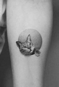 手臂上的黑色点刺小圆图纹身作品图片