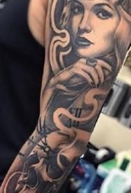 黑色的一组欧美大花臂纹身作品图案9张