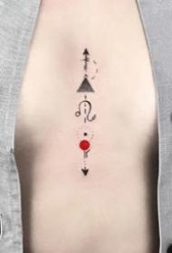 小红圆点的国外纹身师小清新黑色作品图片