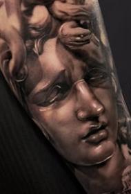 很细腻的欧美人像写实纹身图案9张