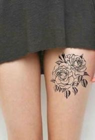 女性大腿上的性感一组繁花纹身图案9张