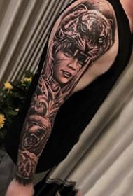 大黑花臂:欧美风格的一组9张大黑花臂纹身图案