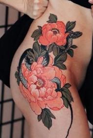 红色的一组适合女性传统牡丹花卉纹身作品