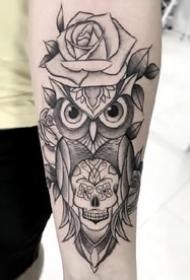 特性猫头鹰纹身:黑灰风格的一组猫头鹰纹身图案作品